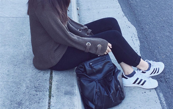 Style Your Casual Daily Look with A Black Leather Backpack