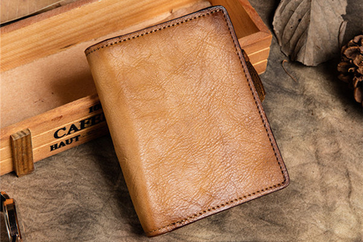 674e656628f5 Save Best Christmas Gift Ideas of 2017  Personalized Leather Wallets