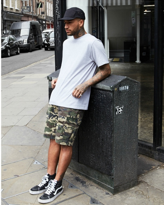 What to Wear With Mens Camo Shorts