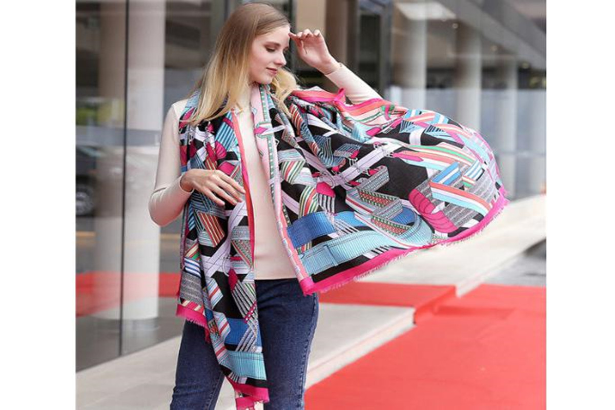 How to Wear An Oversized Scarf Fashionably?